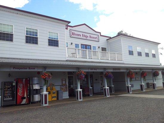 River's Edge Resort: Main Lobby, Restaurant, some rooms
