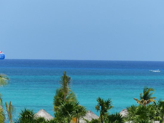 Secrets Maroma Beach Riviera Cancun: View of the ocean from our room (zoomed in)