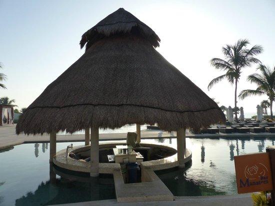 Secrets Maroma Beach Riviera Cancun: Pool bar