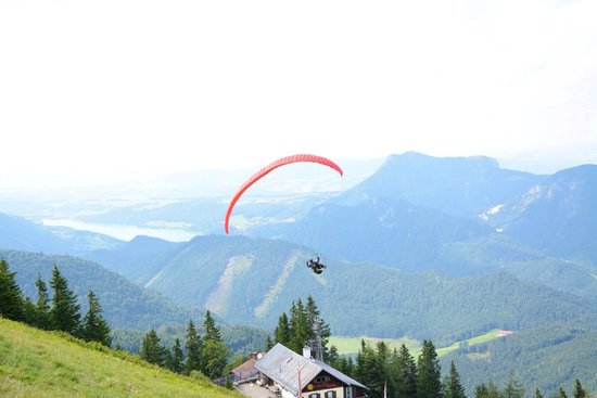 Zwolferhorn Cable Car: Paragliding from the top of Zwolferhorn.