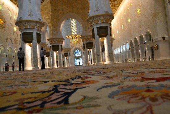 Scheich-Zayid-Moschee: tapete feito por artesãos iranianos