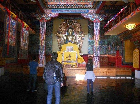 Norbulingka Institute: temple at norbulingka