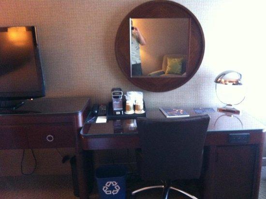 Sheraton Pittsburgh Airport Hotel: Nice room