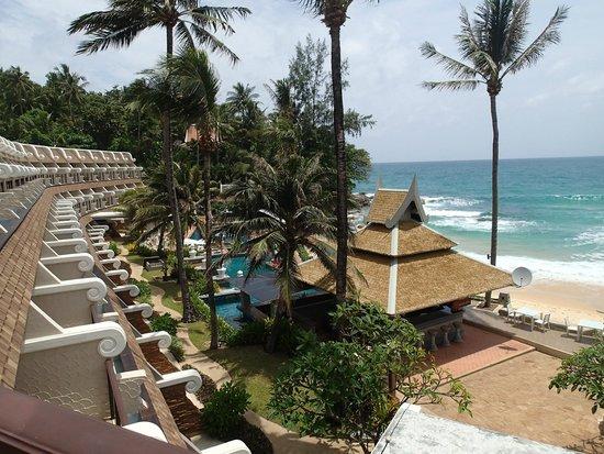Beyond Resort Karon: sur la plage