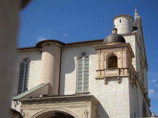 Basilica Papale San Francesco D'Assisi: la Basilica dall'esterno