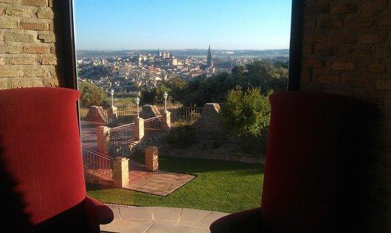 Hotel Cigarral Domenico : Панорамное окно в фойе отеля