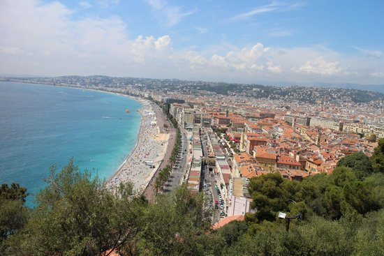 Colline du château : View of Promenade de Anglais and Old City from Castle Hill