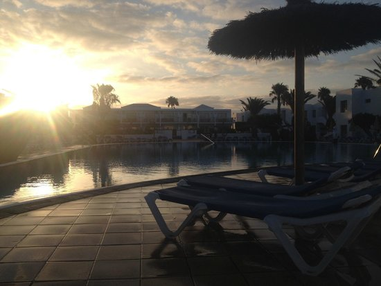 Hotel Floresta: morning by the pool