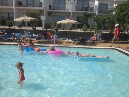 Hotel Floresta: lazy time by the pool