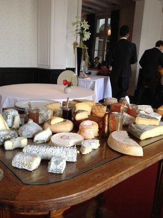 Les Hautes Roches : plateau de fromages