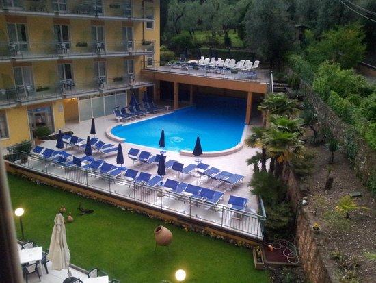 Hotel Brenzone: piscina