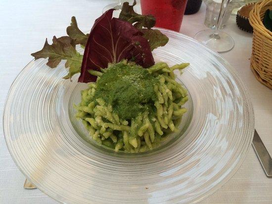 Da Rino: Trofie al Pesto - Achtung Salat nicht essbar, da nicht gewaschen und faule Stellen.
