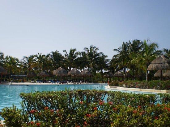 Grand Palladium Colonial Resort & Spa: POOL AREA