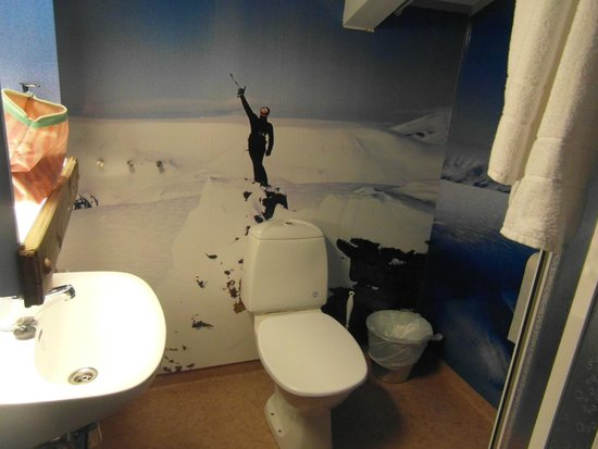 Basecamp Hotel: Bathroom