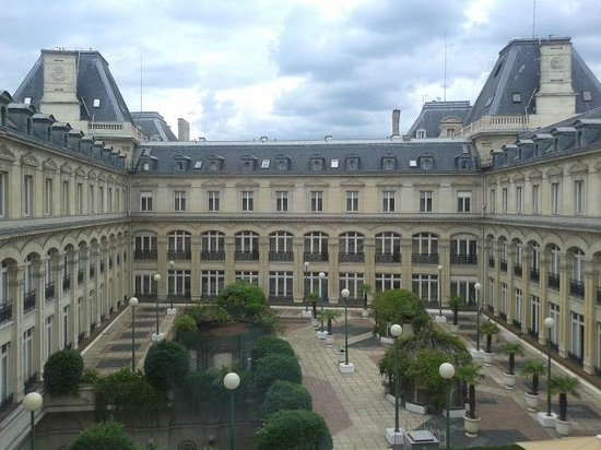 Crowne Plaza Paris Republique: Courtyard