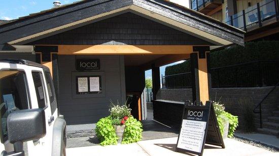 Local Lounge • Grille: Localレストラン 入口
