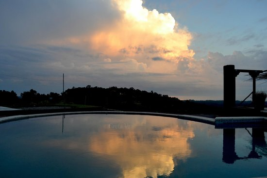 Hotel Art & Spa Las Cumbres : Atardecer en la pileta.