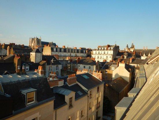 Appart'City Confort Nantes Centre: Vue sur la cathédrale et le château