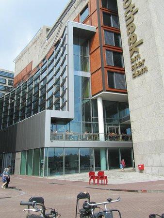 Bibliothèque centrale (Openbare Bibliotheek) : op de eerste etage nog een rastaurant met zitjes buiten