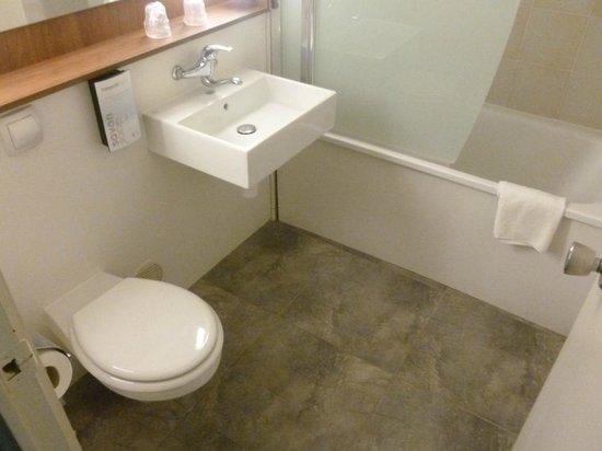baignoire sabot. Black Bedroom Furniture Sets. Home Design Ideas