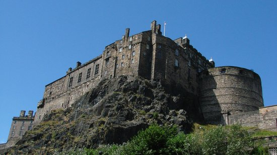 James Christie Photography - Edinburgh Photography Tours Limited : A great angle on the castle