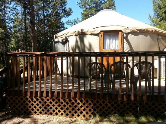 Bend-Sunriver RV Campground: yurt-front view