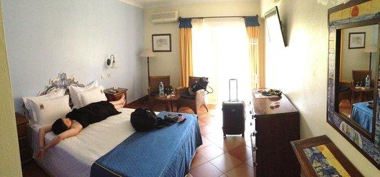 Dom Manuel Hotel: La chambre (en arrivant ;))