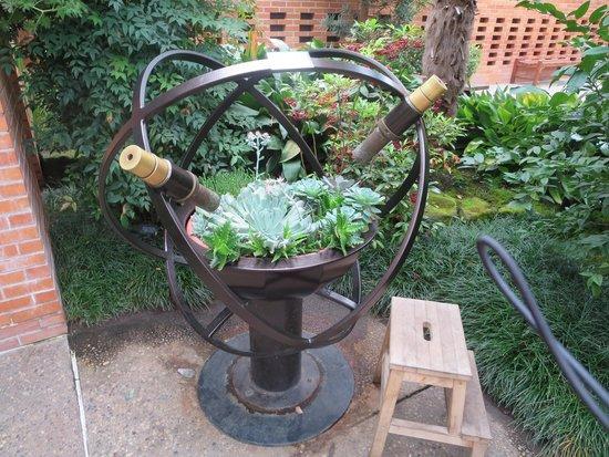 Matthaei Botanical Gardens : look through the kaleidoscopes