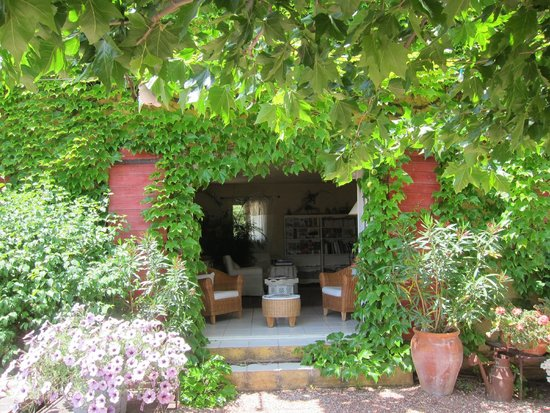 Le Mas Jorel: Entrance to visitors' lounge