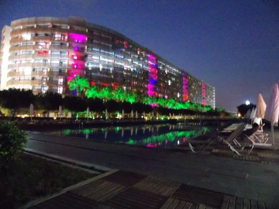 Kervansaray Lara Hotel: Looks lovely at night
