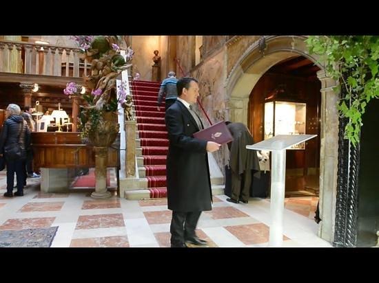 Linea Murano Art Srl : The Glass Reading Desk made for Hotel Danieli in Venice