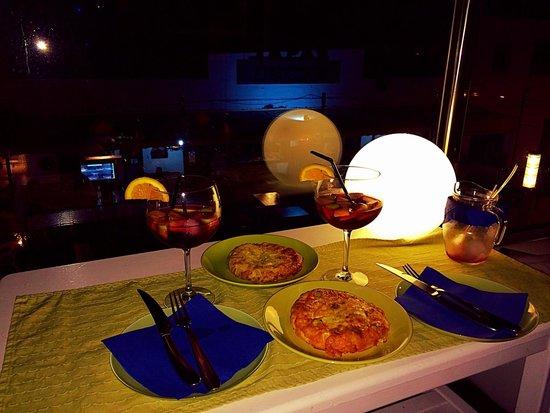Kactus Café: Sangria y tapas!!!