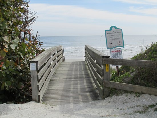 Beachcomber Motel: Beach Ramp