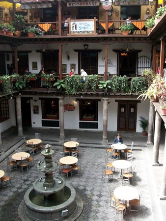 Quito Old Town : Innenhof am Pl del Independencia