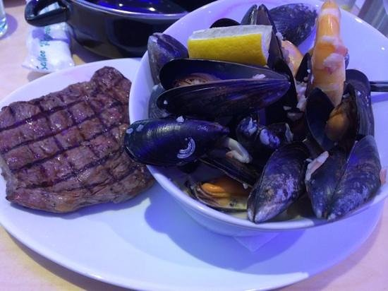 Mussel and Steak Bar: mussels in whisky,bacon & cream...yummy!