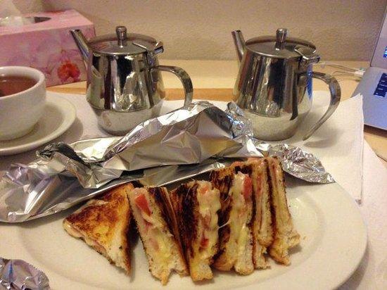 Astor Hotel Motel: Breakfast