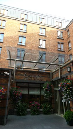 Camden Court Hotel: Main entrance