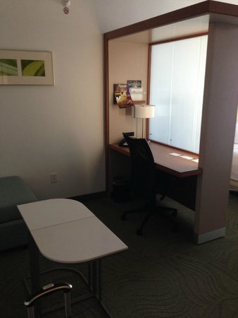 SpringHill Suites Grand Forks: Nice work area with sliding partition