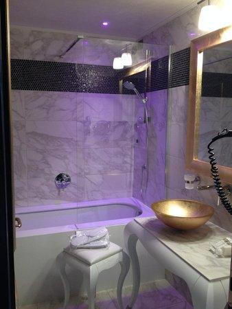Carnival Palace Hotel: Bathroom