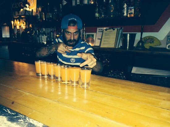 Una Mas Bar : Great Time !! Barman au top!