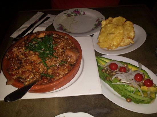 La Jaquita Baya : Arroz con pollo (mamposteao)  Ensalada d Aguacate y Tostones de Pana...Delish!