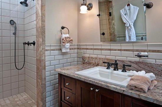 Green Gables Inn: Dryads Suite Bathroom