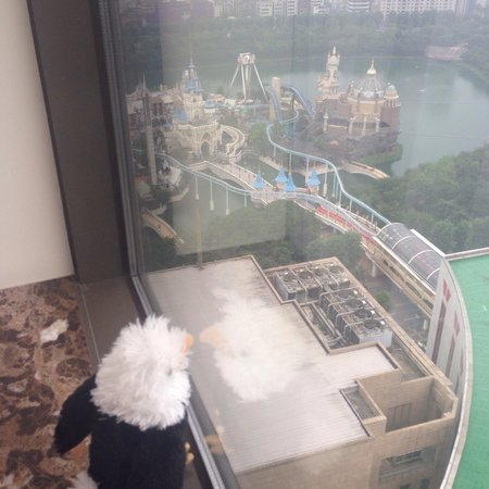 Lotte Hotel World: View of Lotte World amusement park from room.