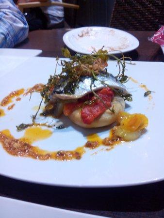Restaurante la Mirta: Coca de sardinas con un aliño al pil pil buenísimo.