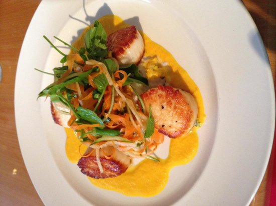 Schoolhouse Restaurant: Scallops with Mango