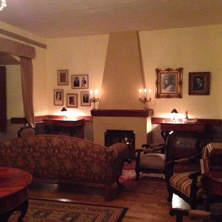 Hacienda La Cienega: Common room