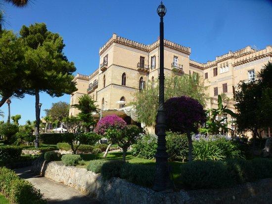 Grand Hotel Villa Igiea - MGallery by Sofitel: vue de l'hôtel depuis le jardin