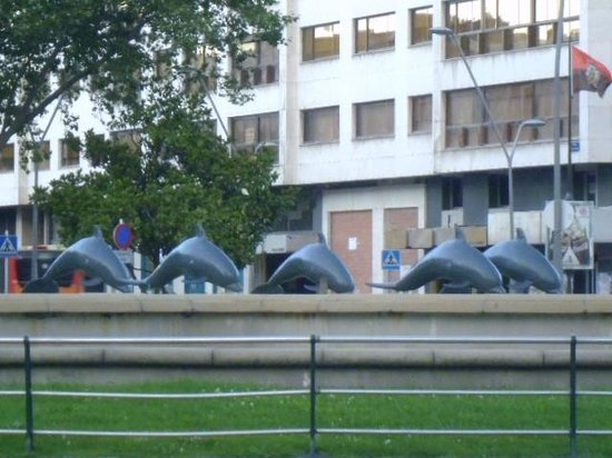 Plaza del Mio Cid : Burgos dolphins water feature in plaza Espana