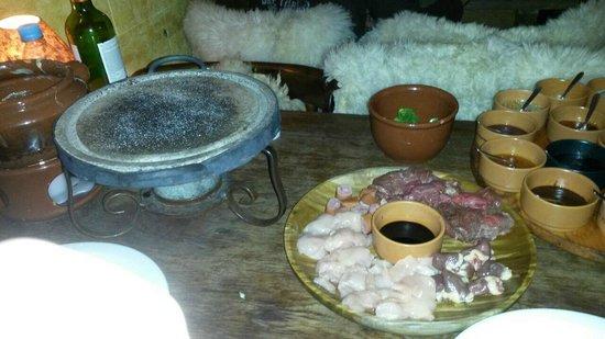 Fornellone: Fondue de carne, frango, coração e liguiça