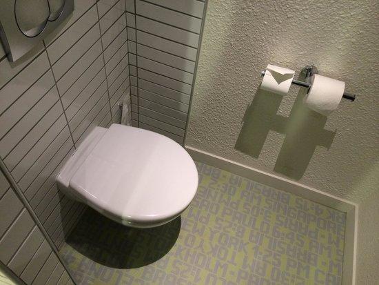 Ibis Styles Besançon : Le coin toilettes